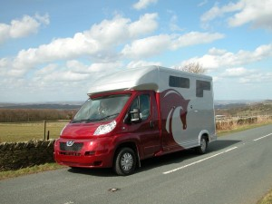 Equi-Trek Sonic Horsebox in Ruby Red